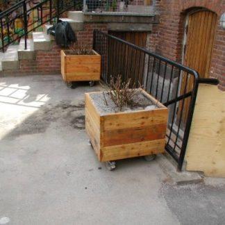 J01-022 Liten planteringslåda