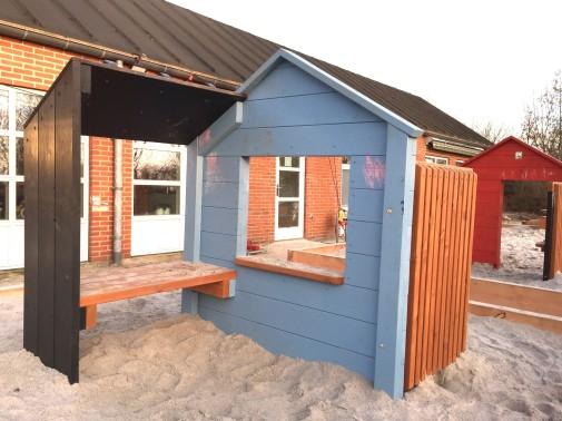J02-091 Möbelhus i lärk från Woodwork AB