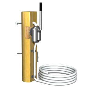 G3299/3034 Vattenpump på robiniastolpe