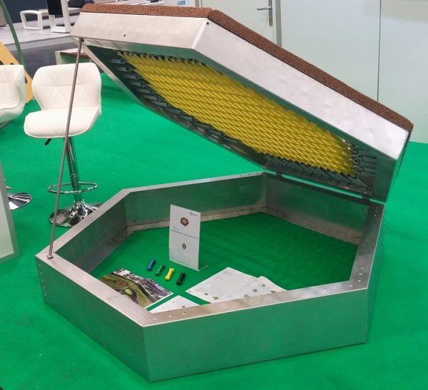 Öppningsbar trampolin