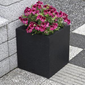 Planteringskruka i betong, kvadrat (IP-ST05DCRB)